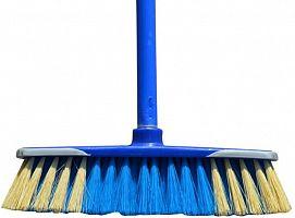 Zmeták plastový modrý s násadou