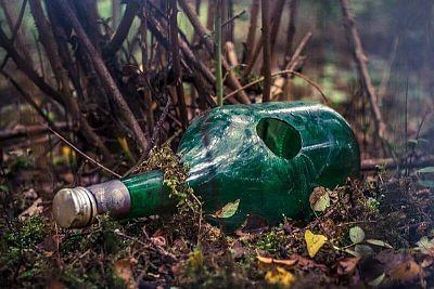 Jedna sklená fľaša = 4000 rokov rozkladu. Ako správne separovať sklo?