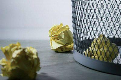 Odpad z papiera: Čo patrí a nepatrí do modrej nádoby?