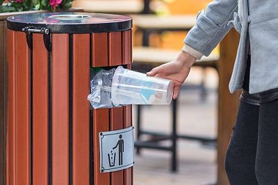 Vonkajšie odpadkové koše zabezpečia čistotu v meste aj v obci